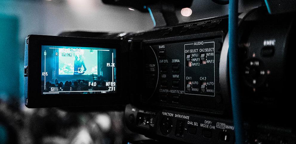 KFS STUDIO Filmproduktion . Ob Recruitingfilm, Unternehmensfilm, Imagevideo, Werbefilm, Reportagen, Drohnenaufnahmen oder 360° Panoramen wir produzieren Ihren Film im Kreis Böblingen, Stuttgart und Calw.